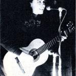"""Actuació a la Cova del Drac de Barcelona per presentar el seu tercer senzill """"Jo em donaria a qui em volgués"""", el 23 d'octubre de 1969."""