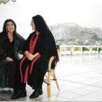 """Maria del Mar Bonet, Maria Farantouri durant la gira dels recitals """"Canten la Grècia de Theodorakis"""" que feren a Atenes el novembre i desembre de l'any 2000"""