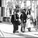 Maria del Mar Bonet amb Ovidi Montllor i Toti Soler entre altres a París, durant els dies previs al concert a l'Olympia, abril 1975