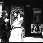 Maria del Mar Bonet i Ovidi Montllor a les portes del teatre Olympia de París abans del concert