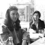 Maria del Mar Bonet i Mercè Verdaguer en un bristot de París, durant els dies previs al concert a l'Olympia