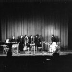 Salutacions al final del concert de Maria del Mar Bonet a l'Olympia el 27 d'abril de 1975, compartint escenari amb Ovidi Montllor i tots els músics