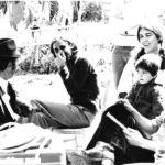 Enregistrament del disc Cançons de Festa a Algaida. Amb David Bonet als  braços, Biel Majoral, Víctor Ammann i  Miquel Aloy de Sencelles. Fotografia de Joan Ramon Bonet, 1976