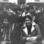 Maria del Mar Bonet a l'acte a favor de la Llibertat d'Expressió i en contra del consell de guerra imposat a Els Joglars per la representació de l'obra La torna. Al paranimf de la Universitat de Barcelona, 1978