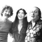 Maria del Mar Bonet, Quico Pi de la Serra i Aureli Vila després d'un dels recitals Corpus al Romea, al Teatre Romea de Barcelona, juny 1979