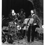 Maria del Mar Bonet i Manolo Miralles durant el recital amb el grup valencià Al tall de Cançons de la Nostra Mediterrània, al Teatre Escalante de València, 1982