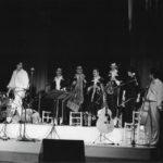 Salutació de tot el grup al finalitzar el recital a la Plaça del Rei de barcelona, estiu 1985