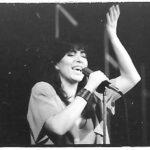 """Cantant durant a coreografia """"Arenal"""" al Teatre Grec de Barcelona, el 27 de juny del 1988"""