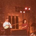 Maria del Mar Bonet i Zulfu Livanelli durant l'actuació a la Plaça del Rei el juny de 1994