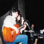Joan Ramon Bonet i Maria del Mar Bonet durant un assaig d' El Cor del temps. Autor desconegut