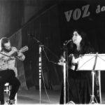 Maria del Mar Bonet i Lautaro Rosas al recital de Cascais, Portugal, a la Festa da Voz do Povo, el 3 de desembre de 1978