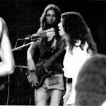 Maria del Mar Bonet durant l'actuació al Canet Rock de l'any 1975, junt amb l'Orquestra Mirasol